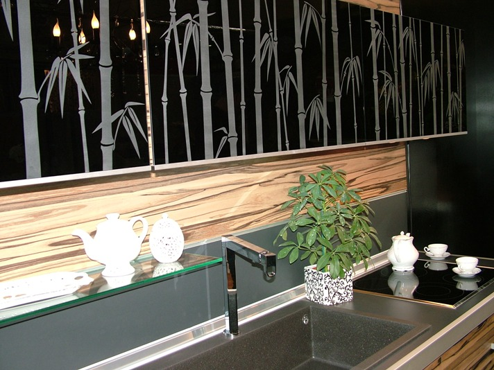 Bamboo glass pattern cupboard doors