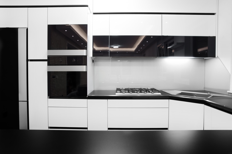 black&white gloss kitchen design